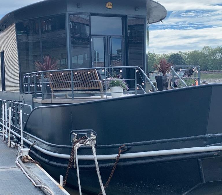 Life is but a dream….on a houseboat